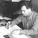 Jolivet a lâché la pipe pour la cigarette pour relire un manuscrit en cours. (vers 1955)
