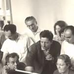 Pendant l'académie d'été organisée par Jolivet à Aix-en-Provence, professeurs et élèves-compositeurs, se retrouvaient pour étudier une partition. Ici, c'est Henri Dutilleux qui explique son œuvre.