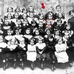 Jolivet fréquente sa première école. Elle est tenue, rue du Poteau, par Mademoiselle Bulle. (1909)